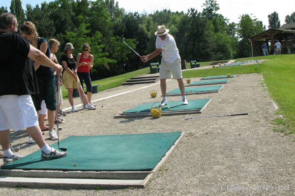 Golf. Driving range / 9 hole Course / Private lessons